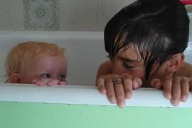 kids-in-bath