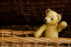 teddy-saying-goodbye-nursery